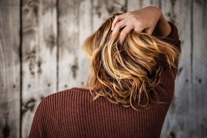 Părul des și sănătos este unul dintre elementele care redau esența feminității și a frumuseții.