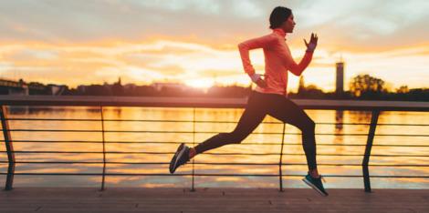 Acasă, la serviciu, pe drum: încorporarea fitness-ului și stilului de viață sănătos zilnic poate încetini îmbătrânirea