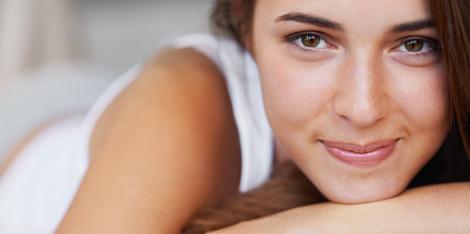 Lupta împotriva tenului obosit: trucuri pentru un somn de frumusețe mai bun