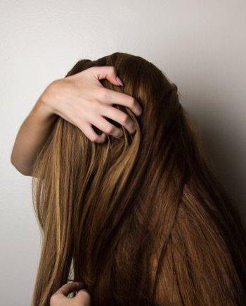 Coji pe scalp: cauze posibile și soluții eficiente