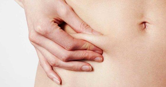 Ce modificări hormonale specifice menopauzei influențează schimbările la nivelul pielii?