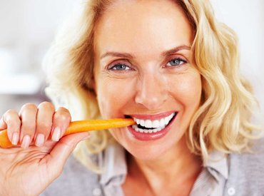 Menopauza: Cum îmi adaptez dieta la 50 de ani?