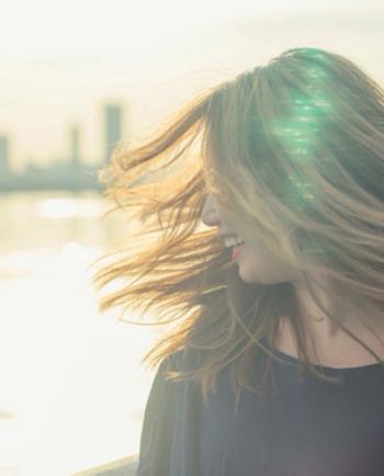 Tratați scalpul sensibil fără a compromite frumusețea părului