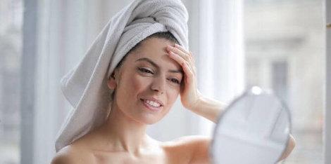 Cum combatem acneea și excesul de sebum