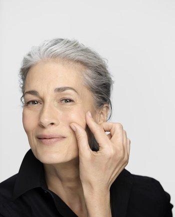 Scăderea producției de hormoni la menopauză. Cum este afectat tenul?
