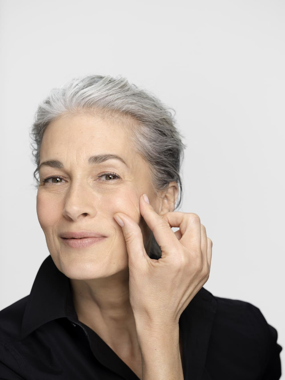 Scaderea productiei de hormoni la menopauza. Cum este afectat tenul?