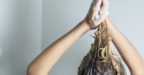 Dumneavoastră vă spălați corespunzător părul subțire?
