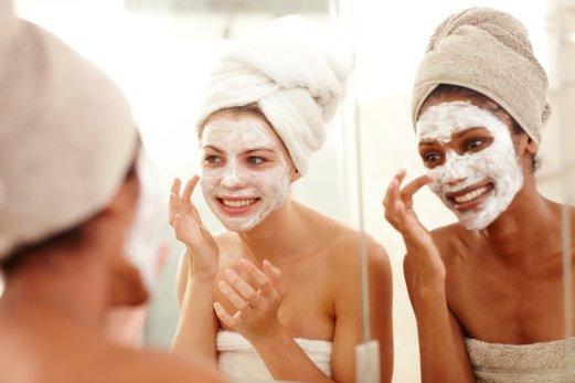 Cele mai bune 5 momente în care să aplicați o mască de față