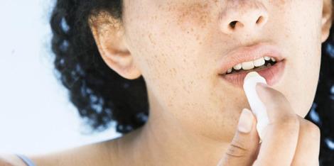 Buze crăpate - care sunt cauzele și cum să le tratezi