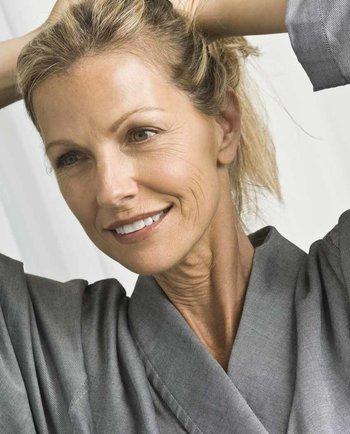 Subțierea părului după menopauză: adevărat sau fals?