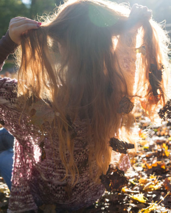 Ce se întâmplă toamna? Este anotimpul în care copacilor le cad frunzele, iar oamenilor le cade mai mult păr ca de obicei