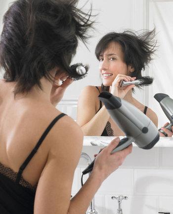3 greșeli pe care le faceți atunci când îngrijiți părul subțire