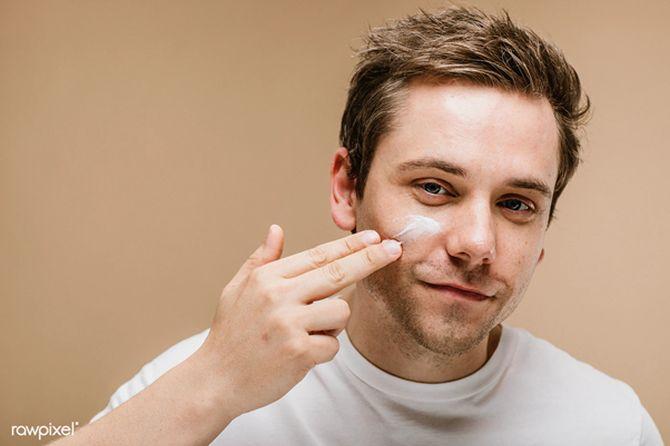 Acneea se afla in topul afectiunilor dermatologice, fiind favorizata de o multime de factori.