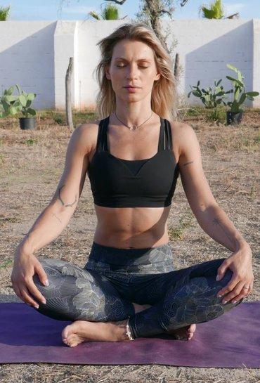 """Sorina Fredholm: (3) La ce te gandesti cand auzi cuvantul """"meditatie""""?"""