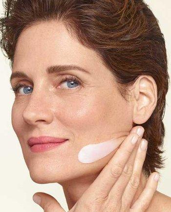 Menopauza: Cum îmi pot hidrata pielea la 50 de ani?
