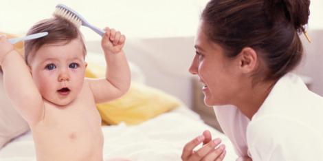 Cum să gestionaţi problemele de cădere a părului după naștere