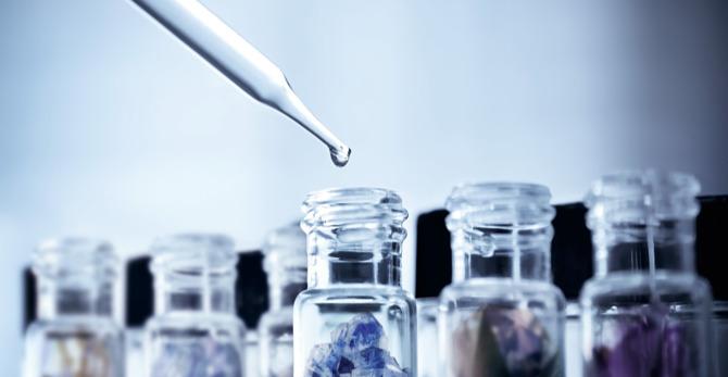 Produse minerale vs. antioxidante de îngrijire a pielii: ce minerale sunt bune pentru piele?