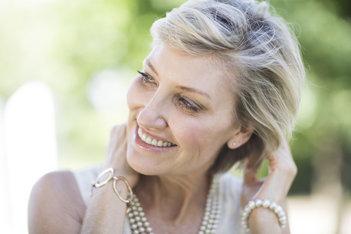 Ingrediente cheie pentru a îmbunătăți părul subțiat după menopauză